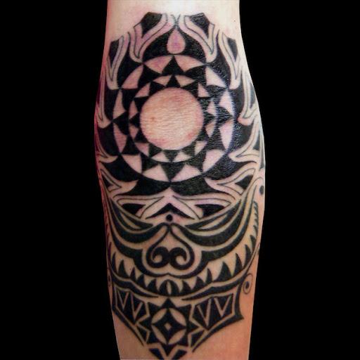 Esta bela antebraço tatuagem tribal