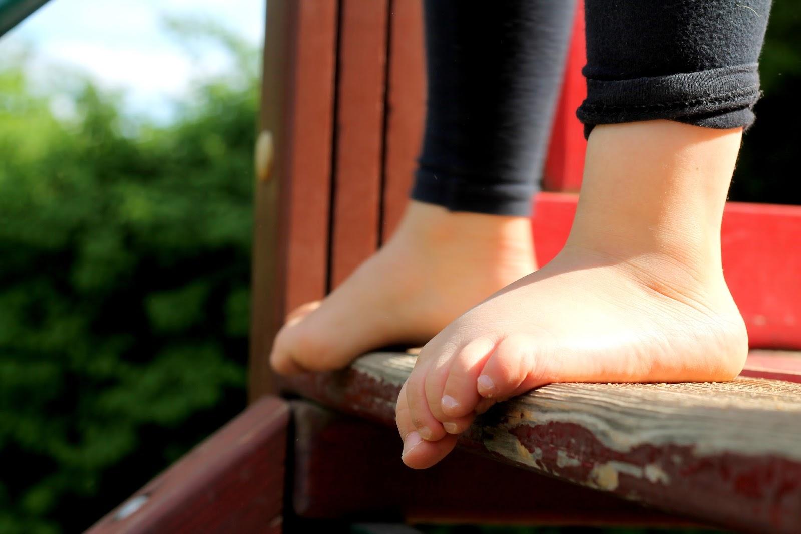 336ce8e5bdc4 Zajímavá je noha v chůzi po schodech