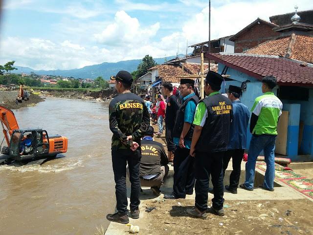 NU Bogor Salurkan Bantuan untuk Korban Banjir di Garut, Sabtu (01 Oktober 2016)