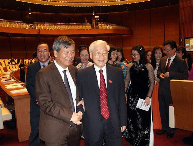Tổng Bí thư Nguyễn Phú Trọng với các đại biểu Quốc hội sáng 22.10