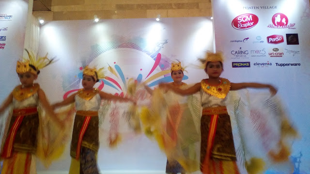 pentas tari anak anak di ulang tahun wajah bunda indonesia