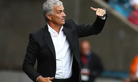 AGEN BOLA - Mourinho Puas MU Kendalikan Kontrak Pemain