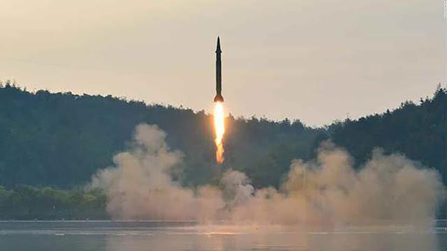 """Enquanto isso, a Coreia do Norte disse que os EUA podem esperar mais """"pacotes de presente"""", na forma de novos testes de mísseis."""