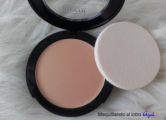 Maquillaje compacto 2 en 1 de Lavera con su esponja
