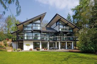 casa pre-fabricada em madeira e vidro