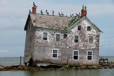 rumah hantu menyeramkan