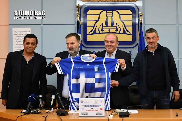Φιλική ποδοσφαιρική συνάντηση στο Ναύπλιο παλαιμάχων Πελοποννήσου - Τουρκίας (βίντεο)