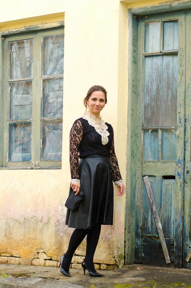 estancieira gaúcha: camisa de renda + saia de couro
