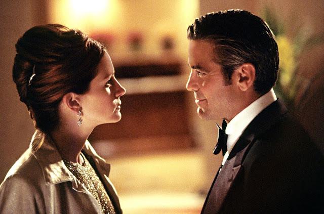 George Clooney and Julia Roberts in Ocean's Eleven.