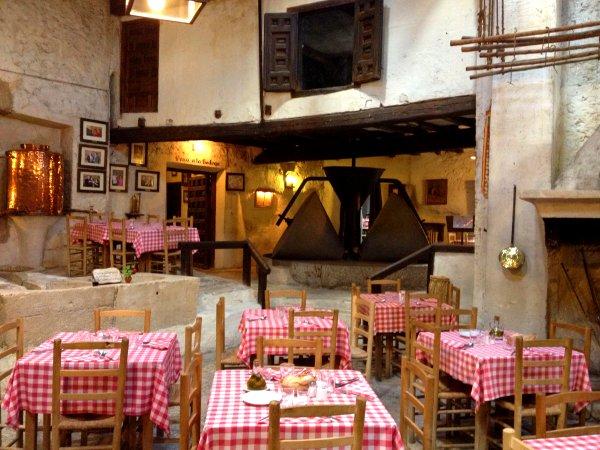 Mesón Cuevas del Vino en Chinchón_Comedor