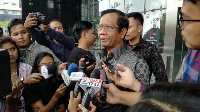 Mahfud MD Sebut 3 Emak yang Kampanye Hitam Jokowi Tak Lakukan Pelanggaran Kampanye