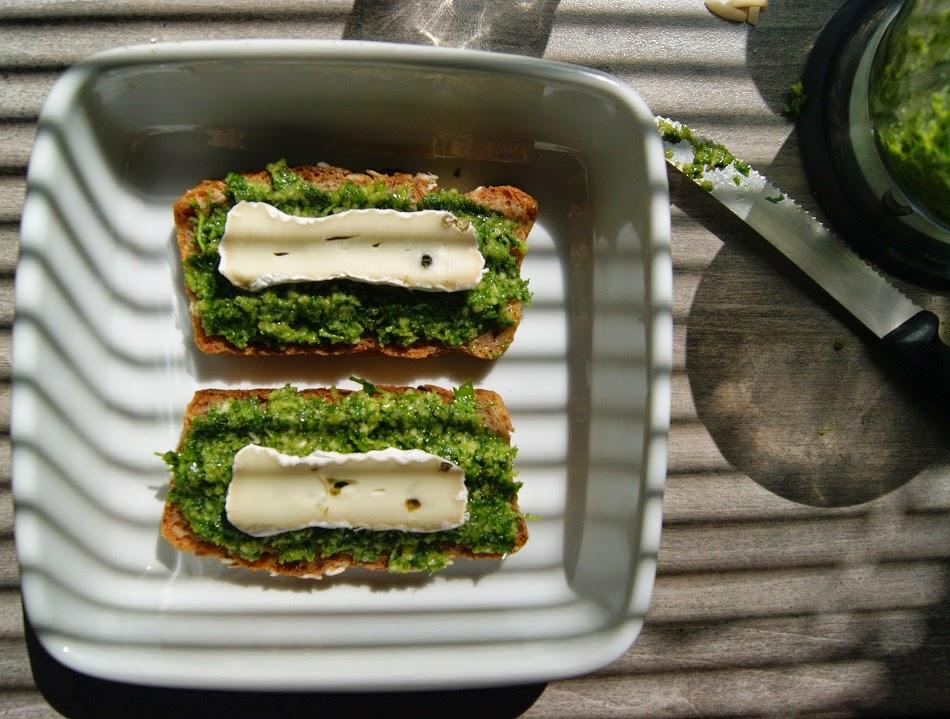 Pesto pietruszkowe i z lubczykiem -  na kilka sposobów