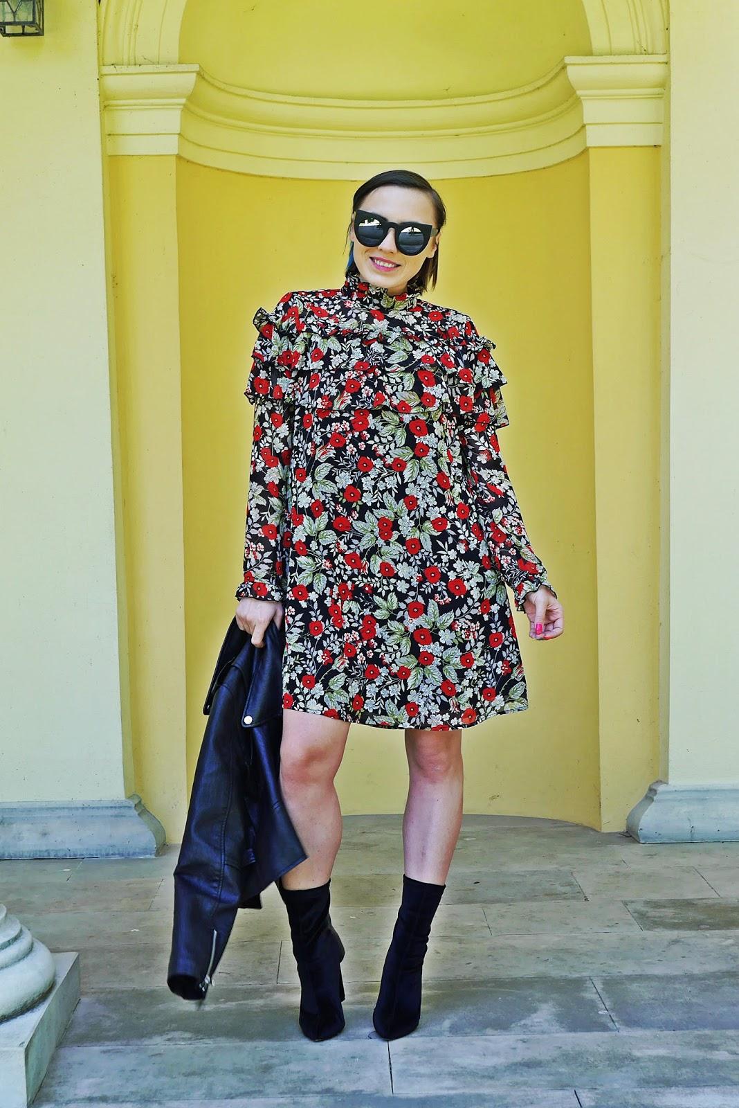 1_sukienka_falbanki_kwiaty_bonprix_skarpetkowe_botki_renee_karyn_blog-Modowy_140518
