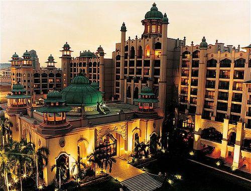 Pengalaman persembahan at palace of the golden horses - Palace of the golden horses swimming pool ...