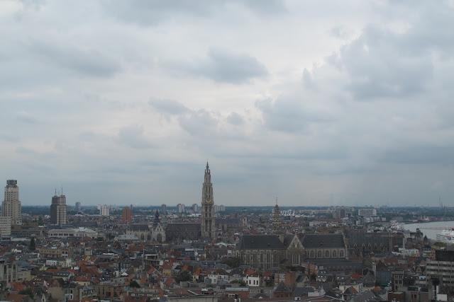 Antwerpen: museum aan de stroom...