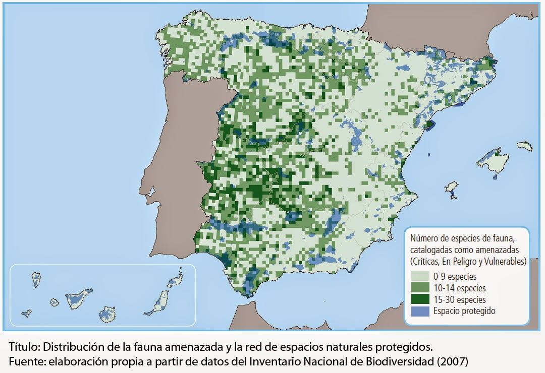 """Mapa mostrando en azul los espacios protegidos en España y en verde las zonas desprotegidas donde la fauna está amenazada de extinción. Las zonas sin protección son la mayor parte del territorio. Estas """"reservas"""" sirven para mantener a la gente alejada de una realidad: Que mientras se protegen estos diminutos lugares, el resto de la tierra, la gran mayoría, está siendo destruida sin piedad."""
