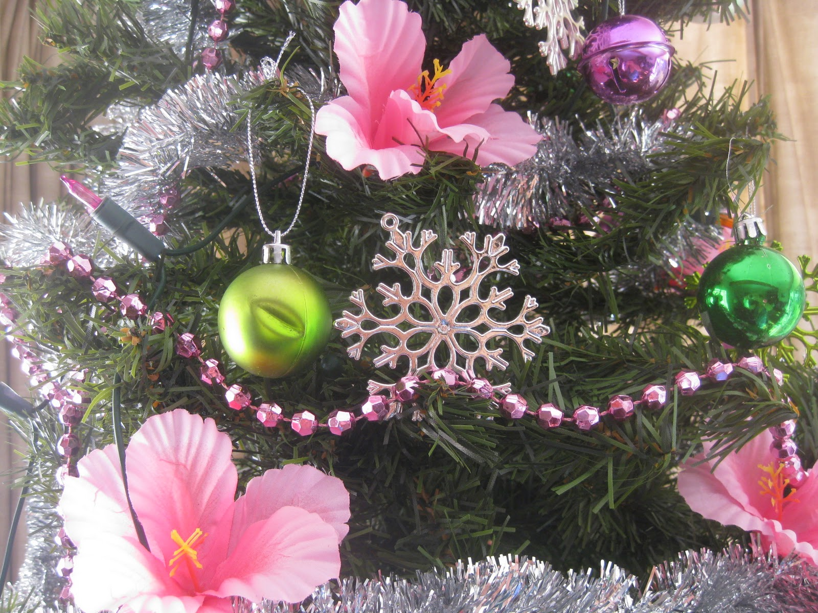 Making your own Christmas decorations - with a tropical theme
