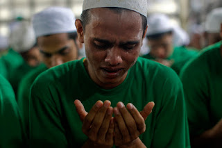 Muslim satu dengan lainnya bagaikan satu jiwa