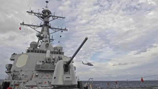 Tàu khu trục mang tên lửa dẫn đường USS Decatur của Mỹ