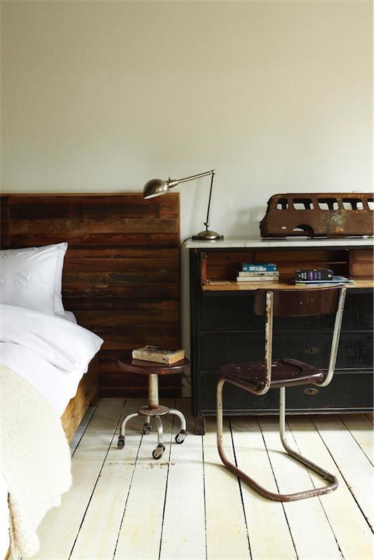 silla vintage de hierro y madera