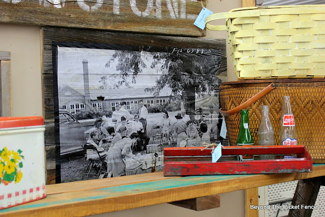 vintage, picnic, display, engineer print, decoupage, pallets, black and white photo, picnic basket, http://bec4-beyondthepicketfence.blogspot.com/2016/06/picnic-time.html