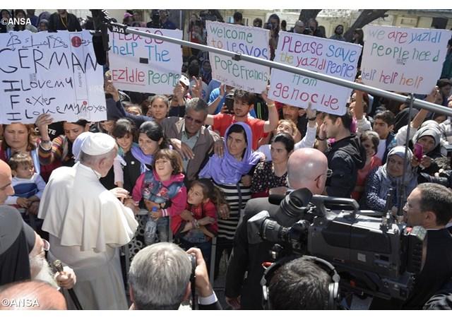 Resultado de imagem para santo padre e refugiados