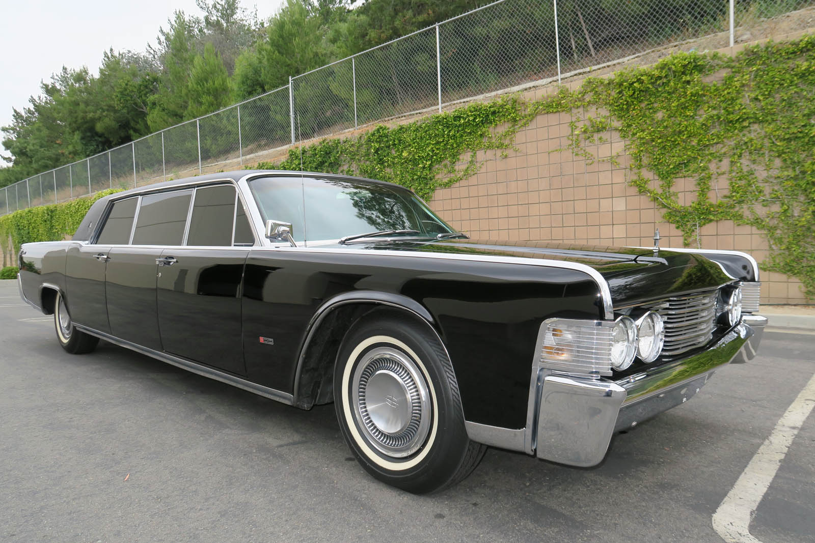 1965-lincoln-continental-limo-mcqueen-09.jpg