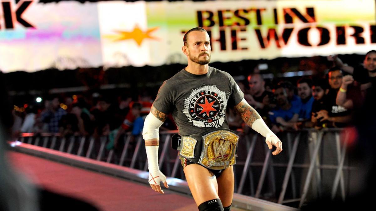 """WWE tinha planos de colocar CM Punk ao lado de """"Diva"""" em seu começo de  carreira"""