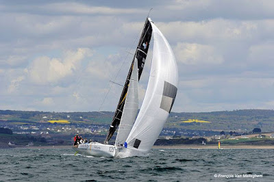 Jean Galfione et son Class40 Serenis Consulting  sur le record SNSM
