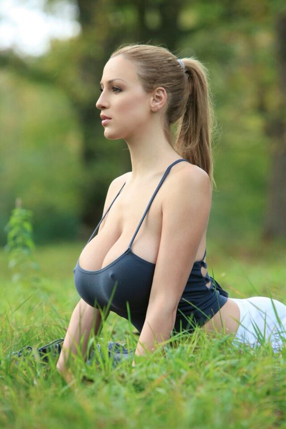 Jordan Carver Nature Yoga