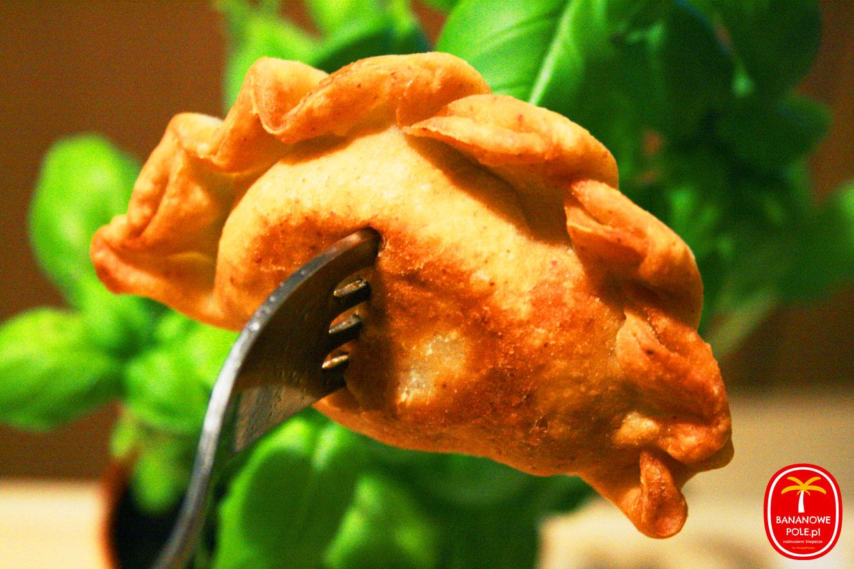 Kruche pierożki wegańskie z soczewicą