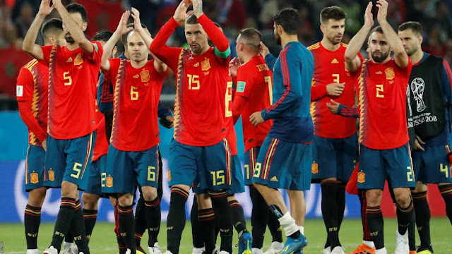Spain clinch late equaliser to top Group B