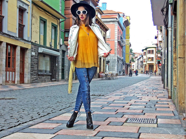 fashion, moda, look, outfit, blog, blogger, walking, penny, lane, streetstyle, style, estilo, trendy, rock, boho, chic, cool, casual, ropa, cloth, garment, inspiration, fashionblogger, art, photo, photograph, Avilés, oviedo, gijón, asturias, hat, biker, blazer, jeans, vaqueros, jacket, shorts, sport, floral, stiletto, booties, boots, leather, cuero, blusa, blouson, fringe, top,