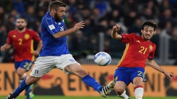 اسبانيا تفوز على ايطاليا وتنفرد بصدارة المجموعة