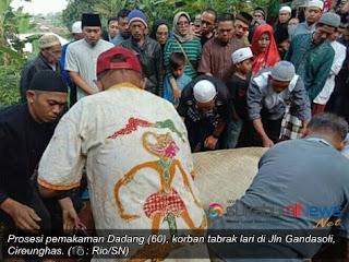 Korban tabrak lari di Jl Gandasoli Km5, Dadang (60) pagi ini selesai menjalani proses pemakaman di tanah milik keluarga besarnya di Kp. Lio, Cireunghas, Kecamatan Cireunghas, Kabupaten Sukabumi, Jumat (05/04/2019) pagi.