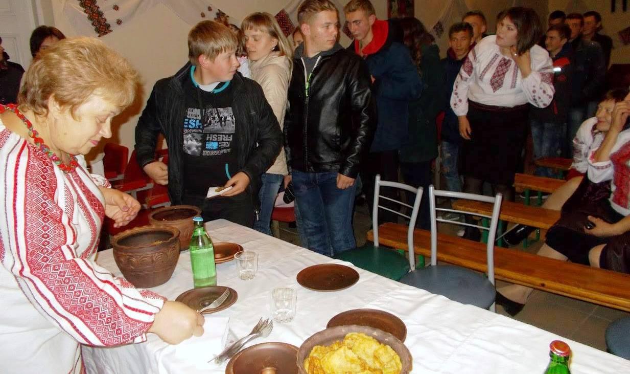 Де на Кременеччині безкоштовно пригощали дерунами?