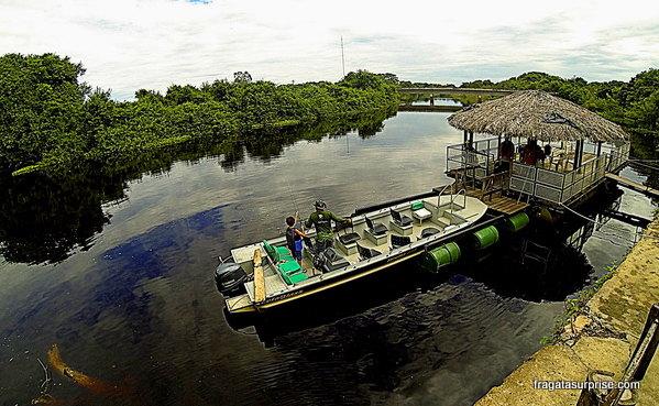 Atracadouro do Hotel Pantanal Mato Grosso no Rio Pixaim
