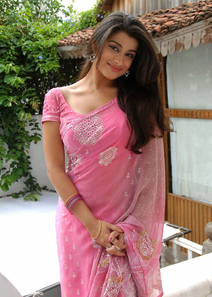 Hotwallpaperactress Madhurima In Red Saree, She Is -5918