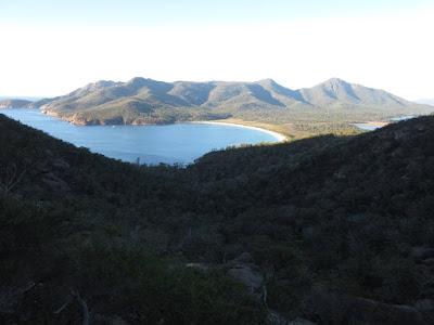 Vistas desde el mirador Wineglass Bay, en Freycinet, Tasmania