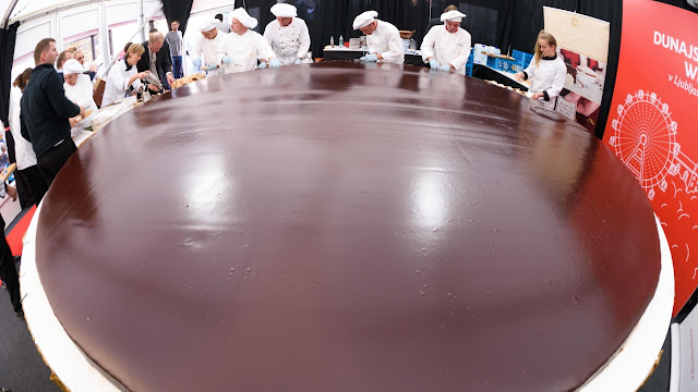 World's Largest Cake Confectioners HD Photos