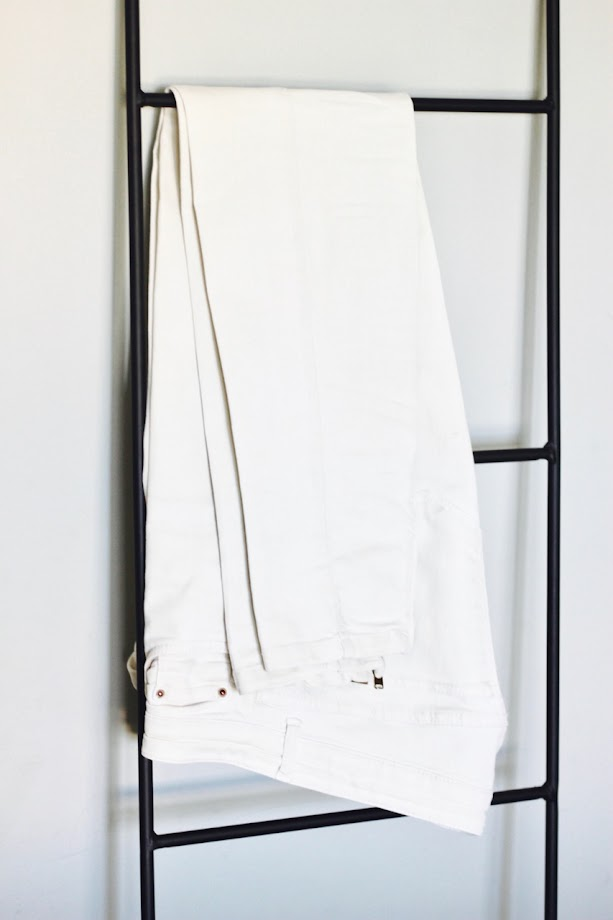 photo-maituins-look-kimono-pantalon-blanco-sandalias-camel-zara