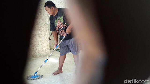 Kisah Suyono, Pensiunan Polisi Mengabdikan Diri Jadi Marbot Masjid