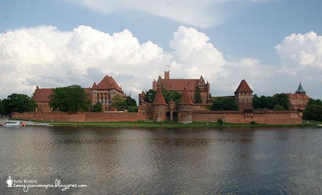 Zamek w Malborku widok, zamek w Malborku nad rzeką Nogat