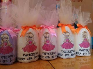 souvenir handuk ulang tahun anak kemasan kain tile + pita ikat atas