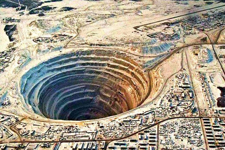 Mirny elmas madeni, Sovyetler Birliği'nin bir süper güce dönüşmesinde büyük rol oynadı.