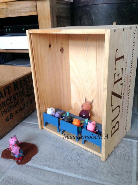 Recyclage d'une caisse de vin en bois en salle de classe pour jouets