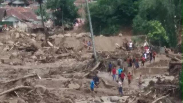 Banjir bandang di Kecamatan Cisalak, Kabupaten Subang Jabar