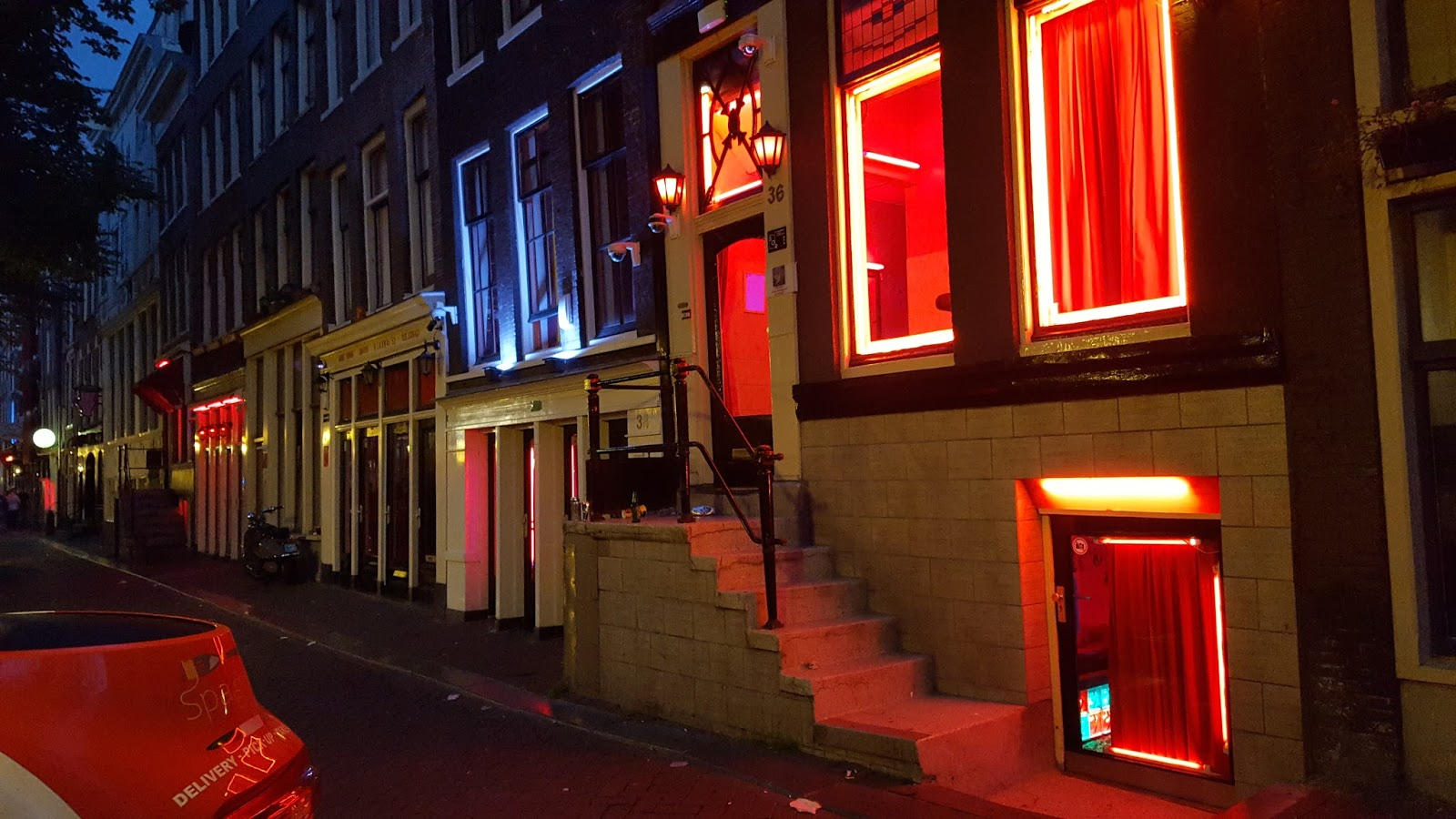 Tegelijkertijd kwam de gemeente Amsterdam met hun jaarlijkse verslag van de prostitutie branche, met daarin ook.