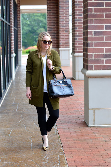 black-jeans-green-cardigan-outfit