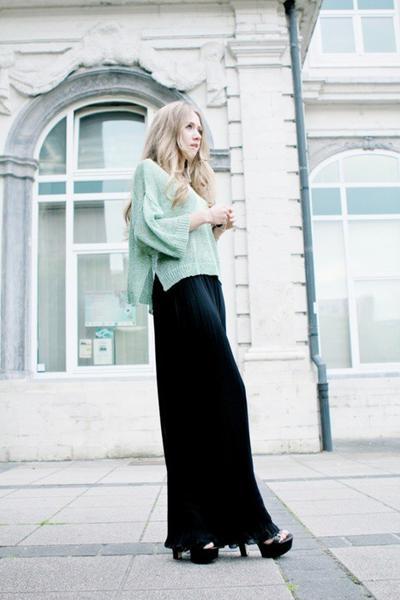 5 Tips Stylish Gaya Pakaian dengan Rok Panjang Saat ke Kampus